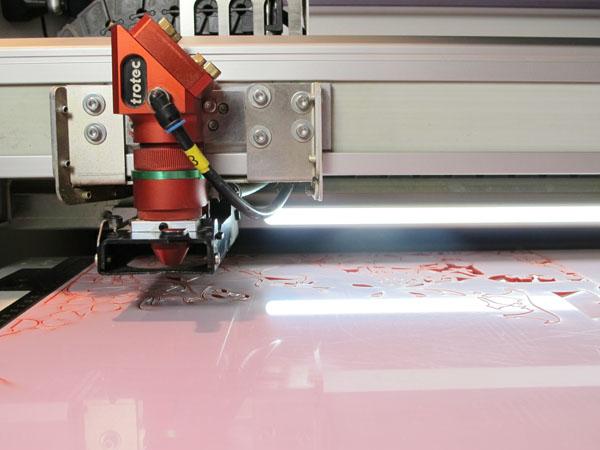 laser cutting process image